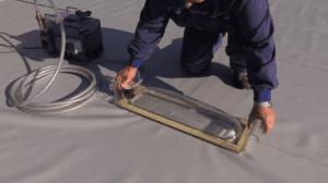 Kontrola těsnosti svárů hydroizolačních fólií