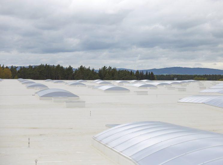 Bílá střecha šetří náklady